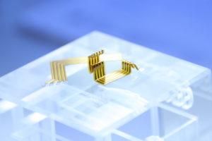 IsoLam-Verfahren: Leiterbahn mit gebogenen und dreidimensionalen Verdrahtungsband